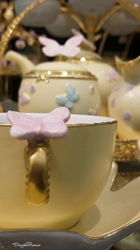 A butterfly where you put your thumb on a Villari teacup